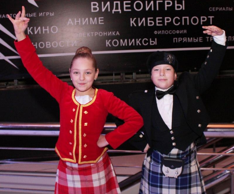dancers_at_game_presentation